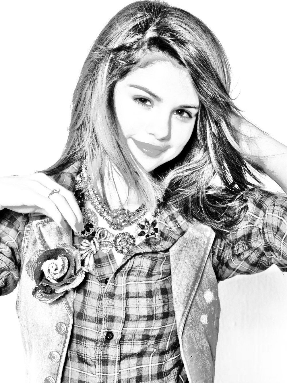 Selena gomez en noire et blanche - Selena gomez dessin ...